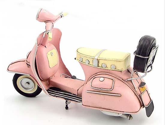 Blue / Pink 1:8 Scale Tinplate Vintage Vespa Scooter Model [NB2T432