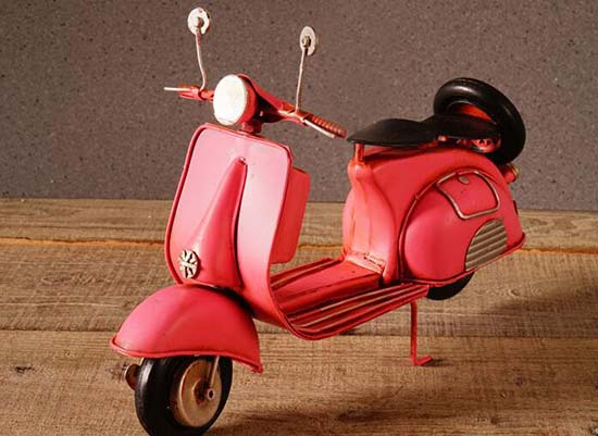 1:7 Scale Red / Pink Vintage Tinplate Vespa Scooter Model