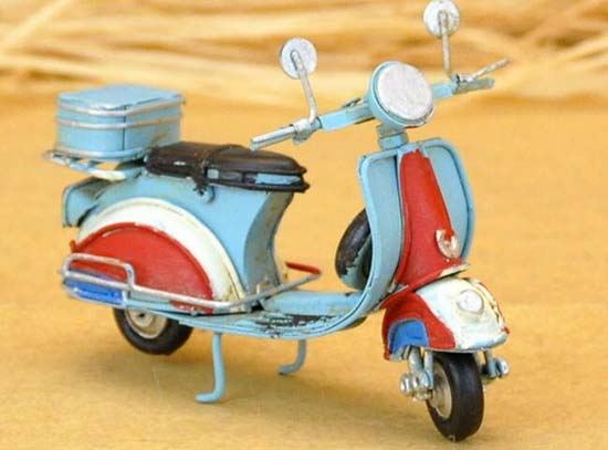 Red-Blue 1:18 Scale Vintage Tinplate Vespa Scooter Model