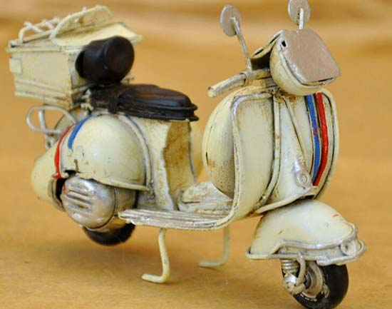 Vintage White / Green 1:18 Scale Tinplate Vespa Scooter Model