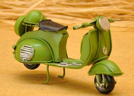 1:18 Scale Vintage Army Green Tinplate Vespa Scooter Model