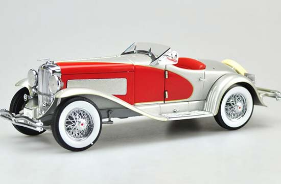 1:18 Scale Ertl Red / Black Diecast 1935 Duesenberg Model