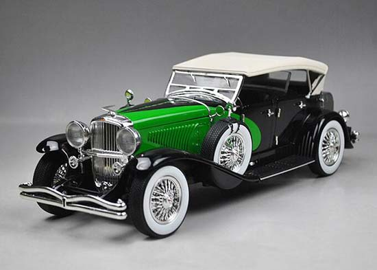 1:18 Scale Red / Green Diecast 1934 Duesenberg Model