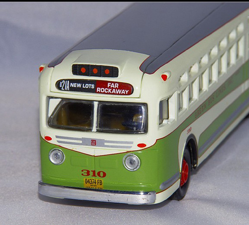 1:50 Scale White-Green Corgi U.S. GM4507 Olds Style Bus Model