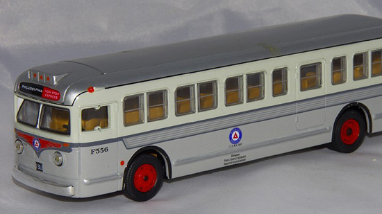 1:50 Scale Siver Corgi GM 4515 PUBLIC SERVICE BUS Model