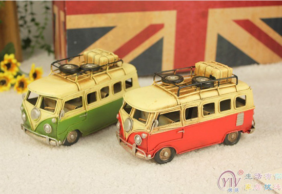 Red / Green Tinplate Vintage Style Small Scale Bus Model