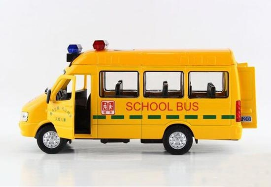 1:32 Scale Kids Yellow School Bus Toy With Alarm Lamps