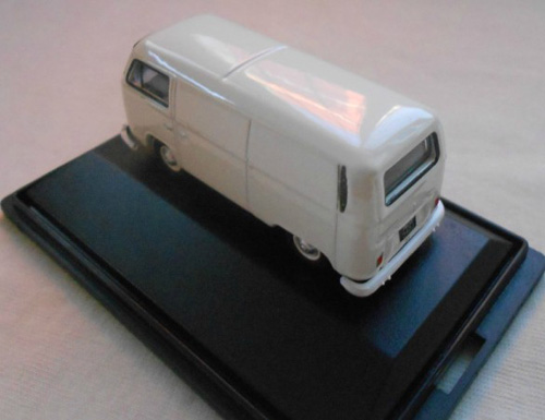 1:76 Scale White Oxford Brand Bus Model