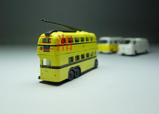 Mini Scale Yellow Oxford British Double-decker Trolley Bus Model