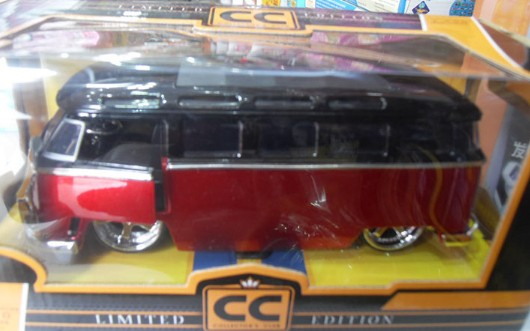 1:24 Scale White-Yellow / Red-Black 1962 VW Bus Model