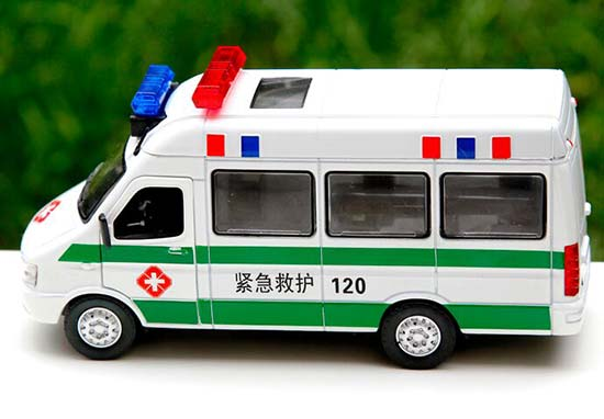 1:32 Scale Green / Red Iveco Ambulance Bus Toy