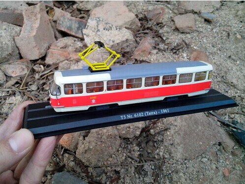 Red-White 1:87 Scale Atlas T3 Nr 6102 Tatra 1961 Tram Model