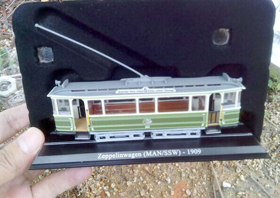 Atlas Green-White 1:87 Scale Zeppelinwagen 1909 Tram Model