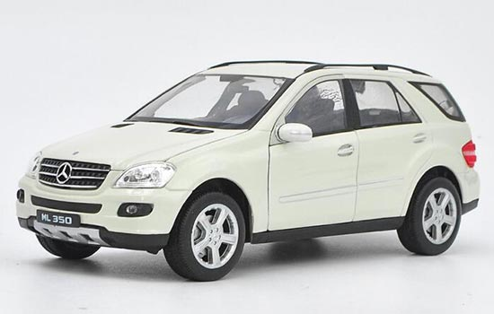 White 1:24 Scale Welly Die-Cast Mercedes-Benz ML 350 Model