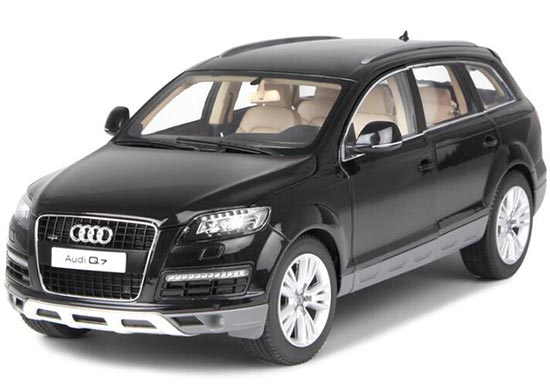 Black / Red / Silver / Gray 1:18 KyoSho Diecast Audi Q7 Model