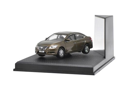 1:43 Scale Golden Diecast Nissan SYLPHY Model