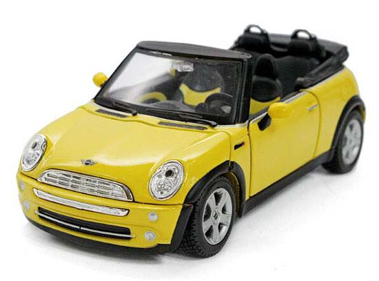 MaiSto 1:24 Red / Orange/ Yellow Diecast Mini Cooper Model