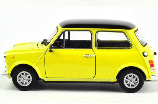 Welly 1:24 Yellow / Red Diecast Mini Cooper 1300 Model
