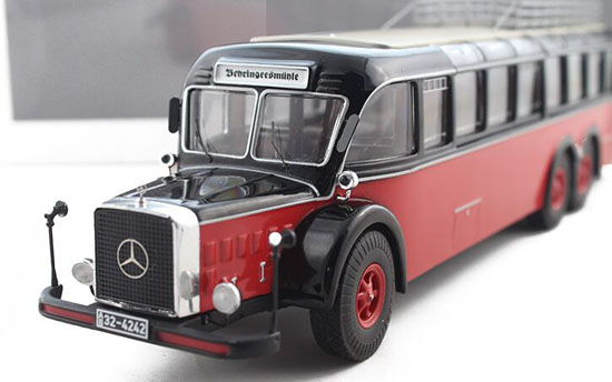 Red-Black 1:43 Scale Die-Cast Mercedes-Benz Coach Model