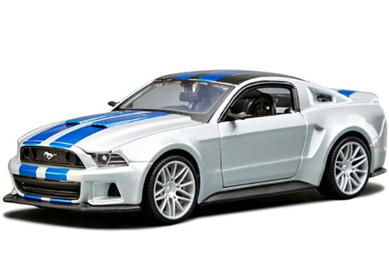 Silver-Blue 1:24 Scale MaiSto Diecast 2014 Ford Mustang Model
