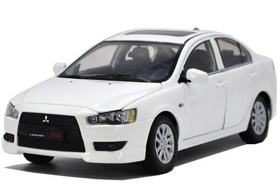 1:18 Scale Silver / White Diecast Mitsubishi Lancer EX Model