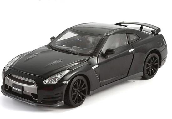 1:24 Black / White / Red Diecast Nissan GT-R Model