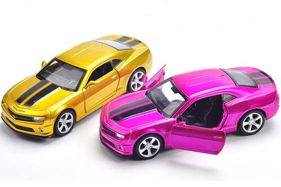 Golden / Pink 1:43 Pull-Back Function Diecast Chevrolet Camaro