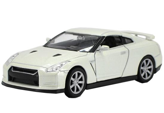 White 1:36 Scale Welly Diecast Nissan GT-R Toy