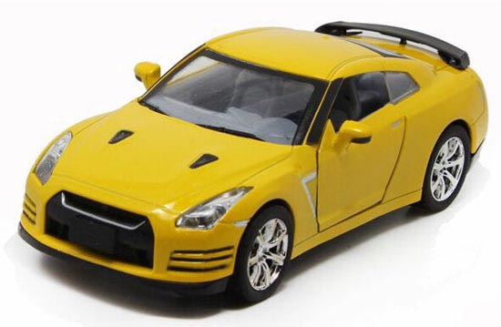 Kids 1:32 Black / Red / Yellow / White Diecast Nissan GT-R Toy