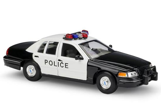 Black 1:24 Scale Welly Die-Cast 1999 Ford Crown Victoria Model