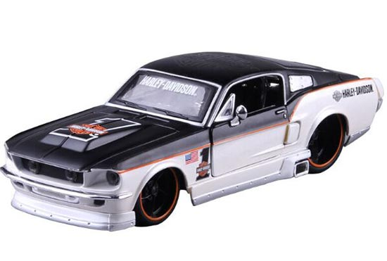 1:24 Maisto Black-White Die-Cast 1967 Ford Mustang GT Model