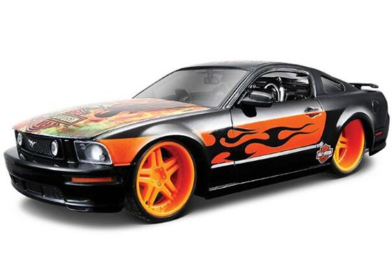 Black-Orange 1:24 Scale Diecast 2006 Ford Mustang GT Model