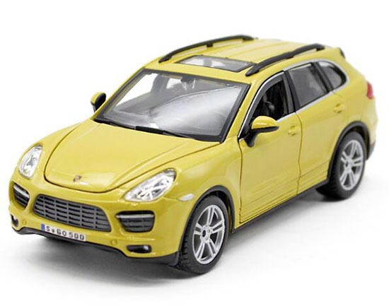 White / Yellow 1:24 Scale Bburago Die-Cast Porsche Cayenne Model