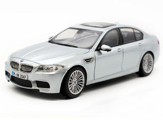 Red / Blue / Silver 1:24 Scale Diecast BMW M5 Model