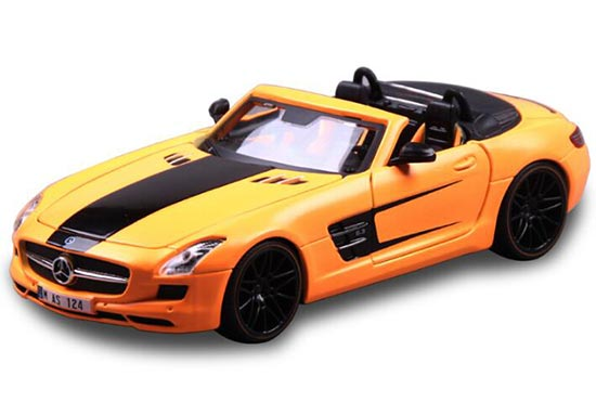 Yellow 1:24 Maisto Die-Cast Mercedes-Benz SLS AMG Roadster