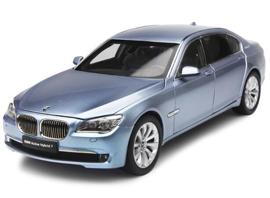 Blue /White/ Black 1:18 Kyosho Die-Cast BMW ActiveHybrid 7 Model