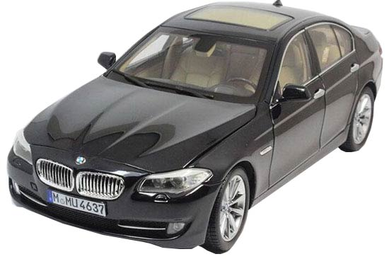 White / Black 1:18 Scale GTAUTOS Die-Cast BMW 535Li Model