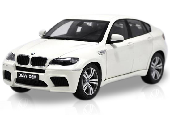 White 1:18 Scale Kyosho Diecast BMW X6 M Model