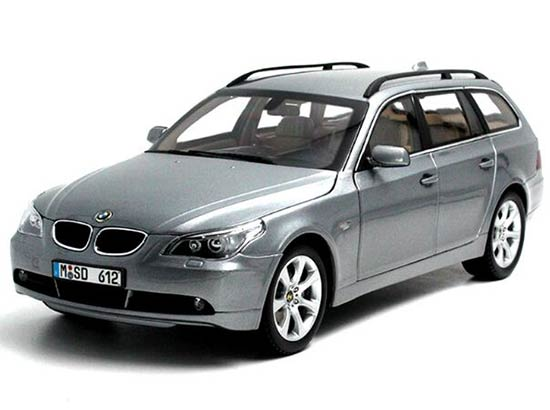 Gray 1:18 Scale Kyosho Diecast BMW 545I Model