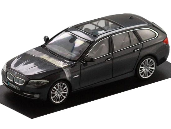 Deep Blue / Gray 1:43 Scale Die-Cast BMW 550i Model