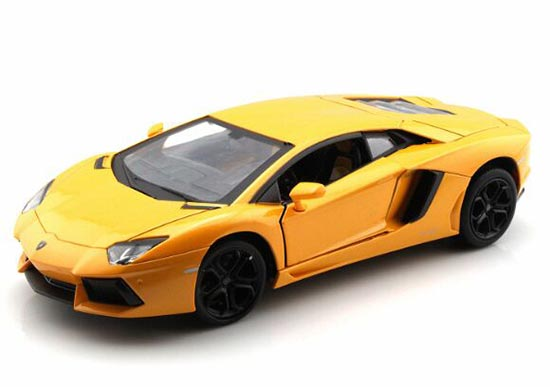 Black / Yellow / Orange 1:24 Lamborghini Aventador Model