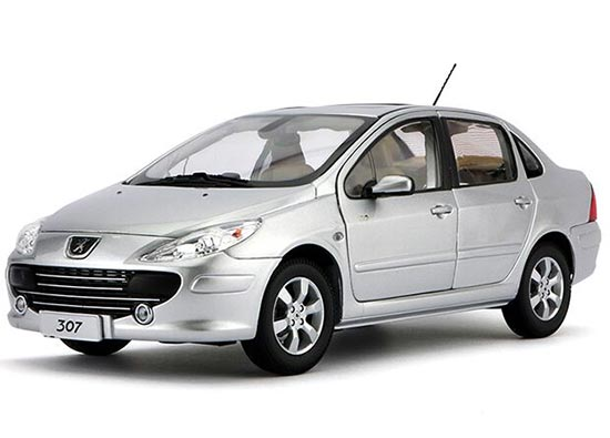 Silver 1:18 Scale Diecast Peugeot 307 Model
