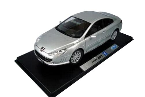 Silver 1:18 Scale Welly Die-Cast Peugeot 407 Model