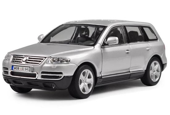 Welly 1:18 Scale Silver / Gray Die-Cast VW Touareg Model