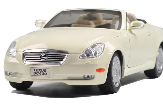 White / Red 1:18 Scale Welly Diecast Lexus SC430 Model