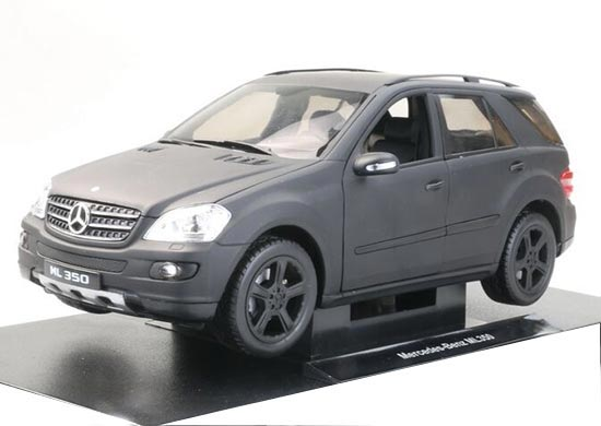 Creamy White 1:18 Scale Welly Diecast Mercedes Benz ML350 Model