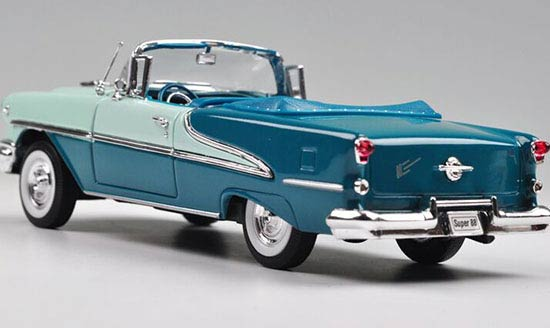 White / Blue 1:24 Scale Welly Diecast 1955 Oldsmobile Super 88