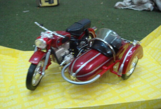 1:18 Scale Red Diecast BMW R69S Sidecar Motorcycle Model