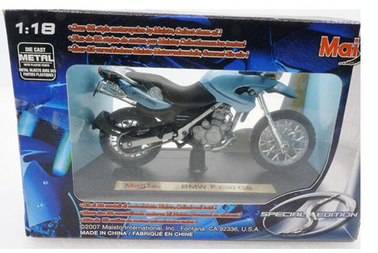1:18 Scale MaiSto Blue / Red Die-Cast BMW F650 GS Model