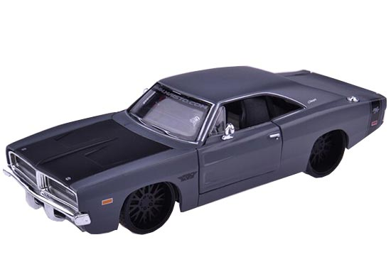 Black /Wine Red MaiSto 1:24 Diecast 1969 Dodge Charger R/T Model